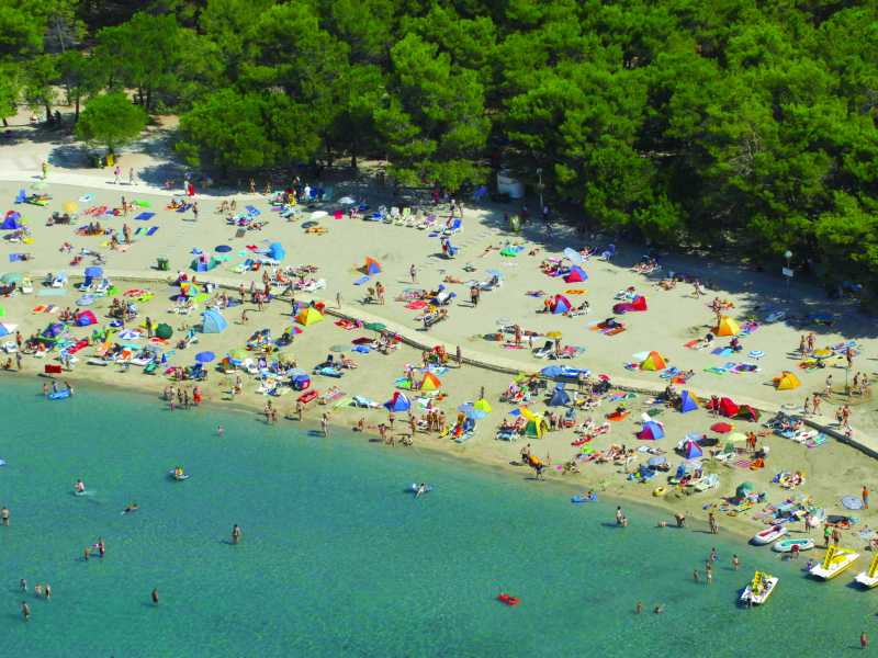 Zaton Holiday Resort strand luchtfoto