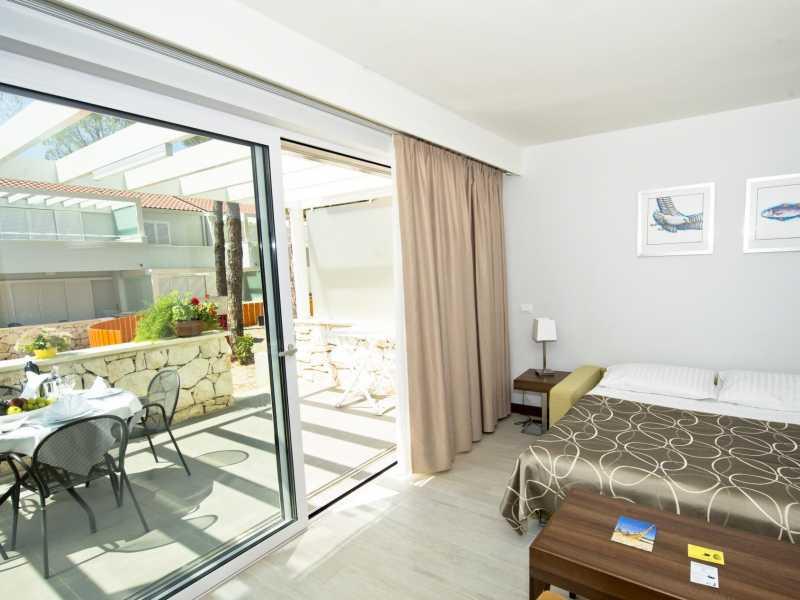 Zaton Holiday Resort – Appartement AP4  4 sterren slaapkamer en terras