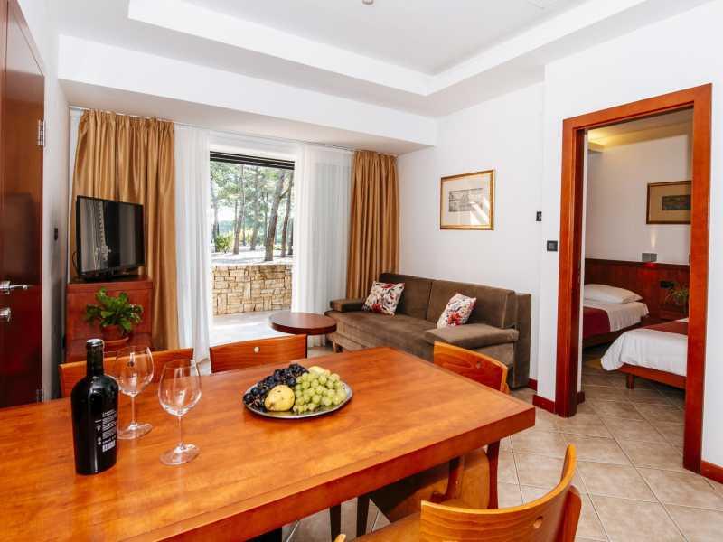Zaton Holiday Resort – Appartement AP5  4 sterren keuken en zitgedeelte