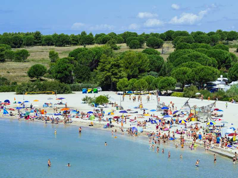 Zaton Holiday Resort  strand