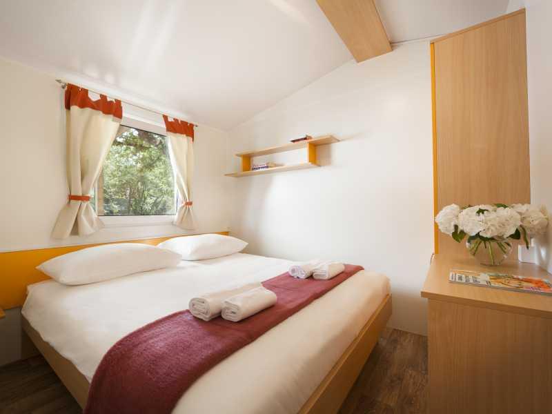 Camping Valkanela Maistra Premium stacaravan slaapkamer