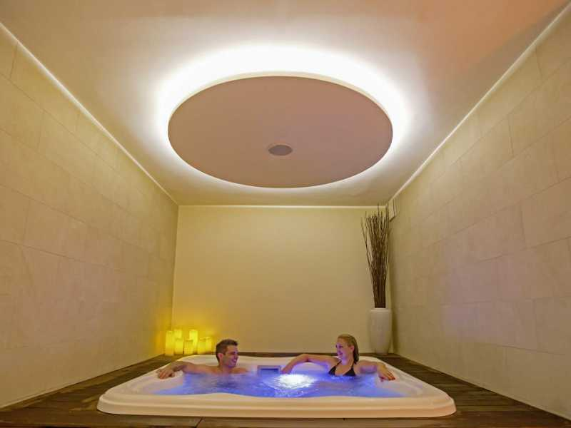 Senses Resort Spa binnen zwembad aangeboden door IDRiva Tours