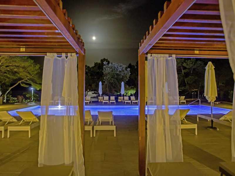 Senses Resort buiten zwembad aangeboden door IDRiva Tours