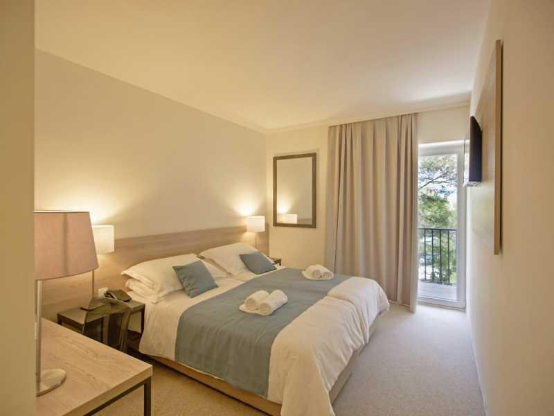 Senses Resort slaapkamer aangeboden door IDRiva Tours